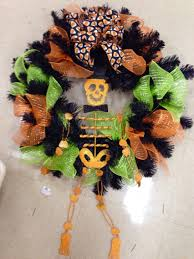 Pinterest Halloween Wreaths by Halloween Wreath With Skeleton In Top Hat Laura A Tulsa Michaels