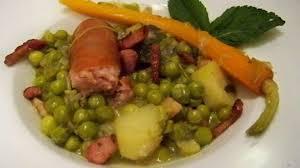 cuisiner petit pois frais petits pois frais à l ancienne et saucisses de morteau recette par