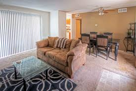 2 bedroom apartments in springfield mo hillcrest 90 apartments the wooten company
