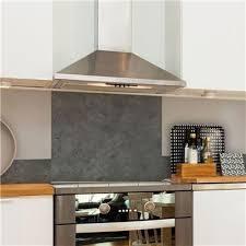 hauteur hotte de cuisine crédence fond de hotte alu effet béton hauteur 70 cm crédence