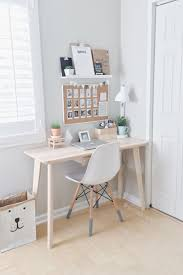 Small Desks For Small Rooms This Is A Really Pretty Workspace And Would Be Great For Doing