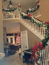 Decorating With Christmas Lights Pinterest by Best 25 Christmas Staircase Ideas On Pinterest Christmas