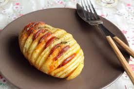 cuisine et mets on pommes de terre au four fromage chorizo