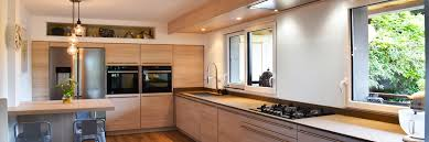cuisine en bois cuisine bois cuisine laquée ou encore en inox trouvez votre bonheur