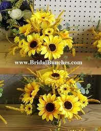 table centerpieces with sunflowers fall sunflowers wedding flowers table arrangements centerpieces