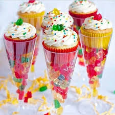 party favours cupcake party favor ideas top pins