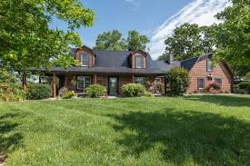 beautiful 57 acre farm in central ky with one of a kind home