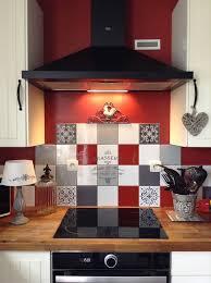 cuisine brasserie idée relooking cuisine pochoir brasserie sur carreau de faïence
