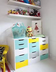 chambre enfants ikea meuble enfant ikea peint en bleu et jaune chambre enfant