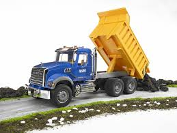amazon com bruder mack granite dump truck toys u0026 games