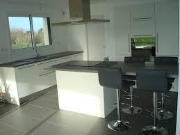 cuisine blanc et grise cuisine laque blanche plan de travail gris