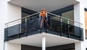 edelstahl balkon mit glas balkongeländer aus dresden modern oder klassisch attraktiv und