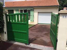 portails de jardin pose d un portail alu battant coloris vert à angoulême 16 charuel