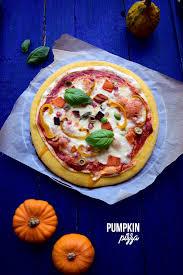 cuisiner une pizza pumpkin pizza pâte àla citrouille recettes à cuisiner