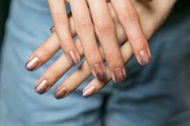 the easiest ombré nails ever at new york fashion week cambio