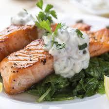 comment cuisiner un pavé de saumon recette saumon à l oseille et aux épinards