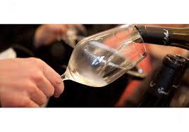 chambrer un vin economie les règles à respecter pour bien servir les vins