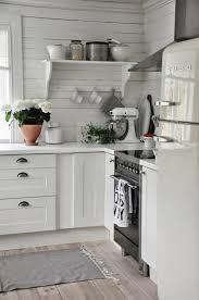cuisine rustique blanche cuisine moderne blanche avec des touches de couleur saints and house