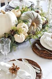 Table Setting Chargers - 23 chic outdoor thanksgiving table setting ideas shelterness