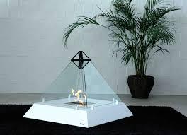 cheminee ethanol style ancien louvre une cheminée mobile en verre au design pointu