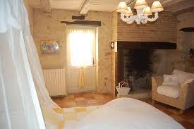 chambre d hotes avec la cheminée maison d hôtes lapiade