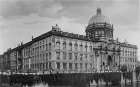 reconstruction of the berlin city palace stadtschloss berlin berliner stadtschloss postcard from the 1920s