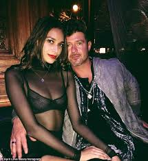 Robin Thicke Spends Quality Time With Son Julian In The Wake Of Divorce Filing Daily Mail Online Robin Thicke Wraps Up On Date With April Love Geary After Weight
