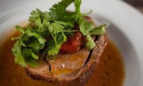 cuisiner un roti de sanglier rôti de sanglier braisé au miel et légumes recette maison du gibier