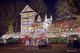 queen anne victorian christmas light limo and party bus tours in portland oregon