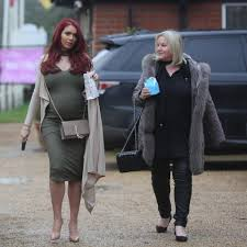 pregnant amy childs arrives at billie faiers u0027 house for star