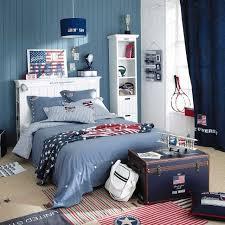 rideau chambre gar n ado déco chambre ado couleurs murs effet bois bleus blancs rideaux bleu
