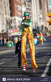 nyc thanksgiving day parade stilt walking clown in macy u0027s thanksgiving day parade in new york