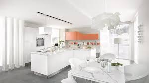 cuisine sienne cuisine équipée moderne avec îlot e light blanche orange