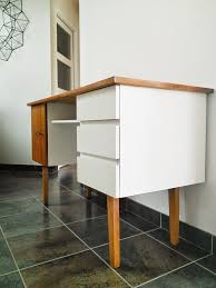 relooker un bureau en bois restauration bureau bois customisation meuble bureau