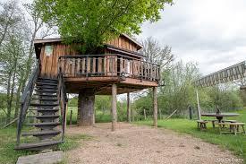 chambre d hote cabane dans les arbres location de vacances cabane dans les arbres dier d auvergne