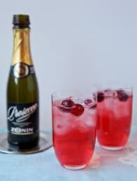 dazzle your guests this thanksgiving with a sparkling cocktail
