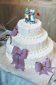 wedding cake in lilac purple color with decorative bows