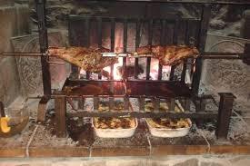 cuisine au feu de bois viande à la broche au feu de bois arles