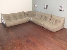 roset canapé set de canapé togo beige en cuir par michel ducaroy pour ligne