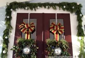 our victorian front porch decorated for christmas u0026 a diy bow