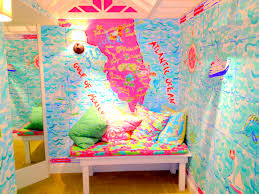 my happy place lilly pulitzer dressing room at st armands lilly