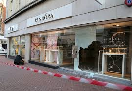 pandora jewelry retailers thieves break into pandora store in bournemouth and make off with