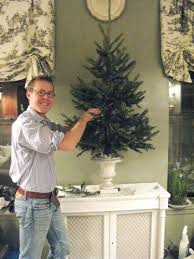 give your tree a good drink of sprite the sugar keeps the needles