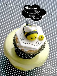 bumble bee cupcakes how to make a fondant bumble bee a free tutorial on craftsy