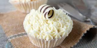 glacer en cuisine cupcakes au chocolat avec glaçage au fromage frais facile et pas