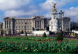 How Many Bathrooms In Buckingham Palace by Queen Elizabeth Is Hiring A Live In Housekeeper Money