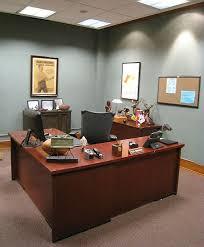 Ron Swanson Circle Desk Episode Ron Swanson U0027s Office Decor Of Greatness