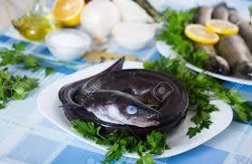 cuisiner une anguille poisson cru à l anguille le persil le sel et le citron