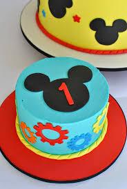 pumpkin cake decoration ideas best 25 mickey smash cakes ideas on pinterest mickey mouse