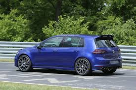 2016 volkswagen golf r400 first spy photos show hyper hatch with